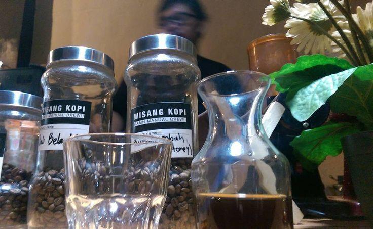 Buat si empunya kedai yang berbisnis kopi berdua teman sejak di Mampang 8 selamat berlayar. Jalesveva Jayamahe!  # #kopi #Indonesia #coffee #Jakarta #cipete