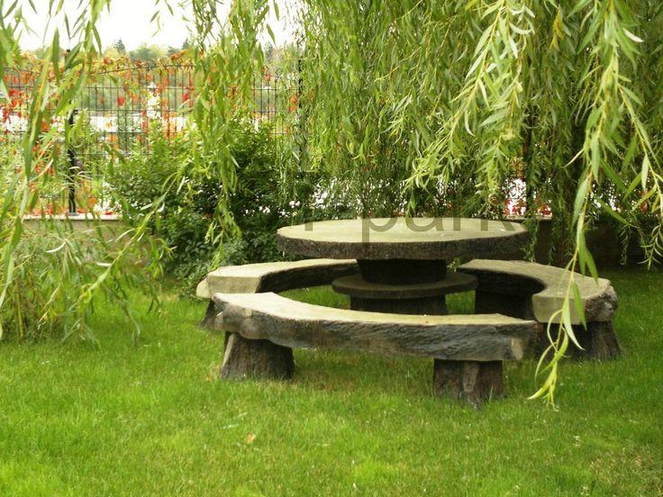 Стол и скамейки из природного камня