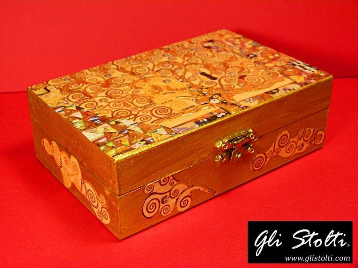 """Scatola artigianale in legno decorata con foglia d'oro """"L'Albero della Vita di Klimt"""". Vai al link per tutte le info: http://glistolti.shopmania.biz/compra/scatola-in-legno-decorata-l-albero-della-vita-di-klimt-398 Gli Stolti Original Design. Handmade in Italy. #glistolti #moda #artigianato #madeinitaly #design #stile #roma #rome #shopping #fashion #handmade #style #art #arte"""