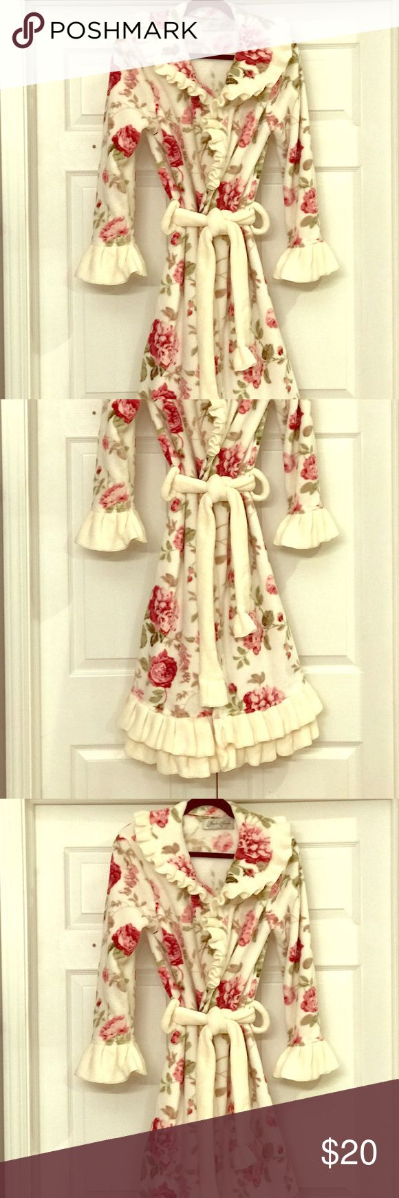 Bathrobe Victorian trading co. Robe. Very soft and cozy micro fiber fabric. Beautiful vintage rose pattern on new item. Gently loved. Intimates & Sleepwear Robes