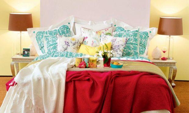 Arco-íres. Se busca uma maneira ainda mais simples de adicionar um toque de cor, abuse de lençóis, cobertores e travesseiros vibrantes e estampados