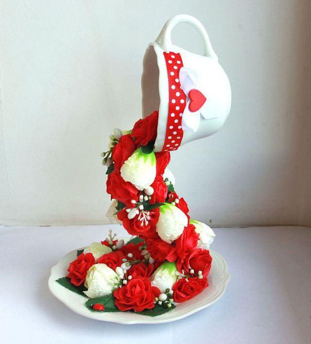 ручная работа, handmade, Ярмарка Мастеров,красный,нежно-розовый,розовый,красно-белый,красные розы,летящая чашка,парящая чашка,чашка с цветами,декор кухни,искусственные цветы,чашка,блюдце
