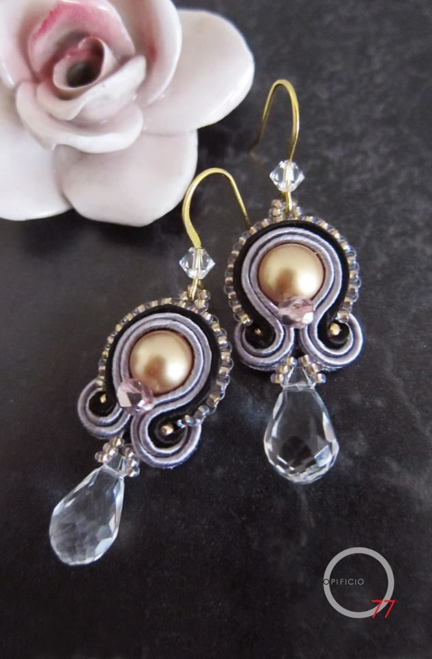 Picoli orecchini soutache con perle e cristalli Swarovski, perline rocailles. Giada Zampar -Opificio77-