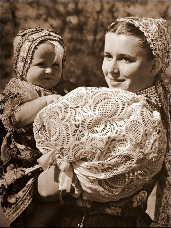 Check out the puffy lace sleeve!  1940s mother and child from Orava, Slovakia.