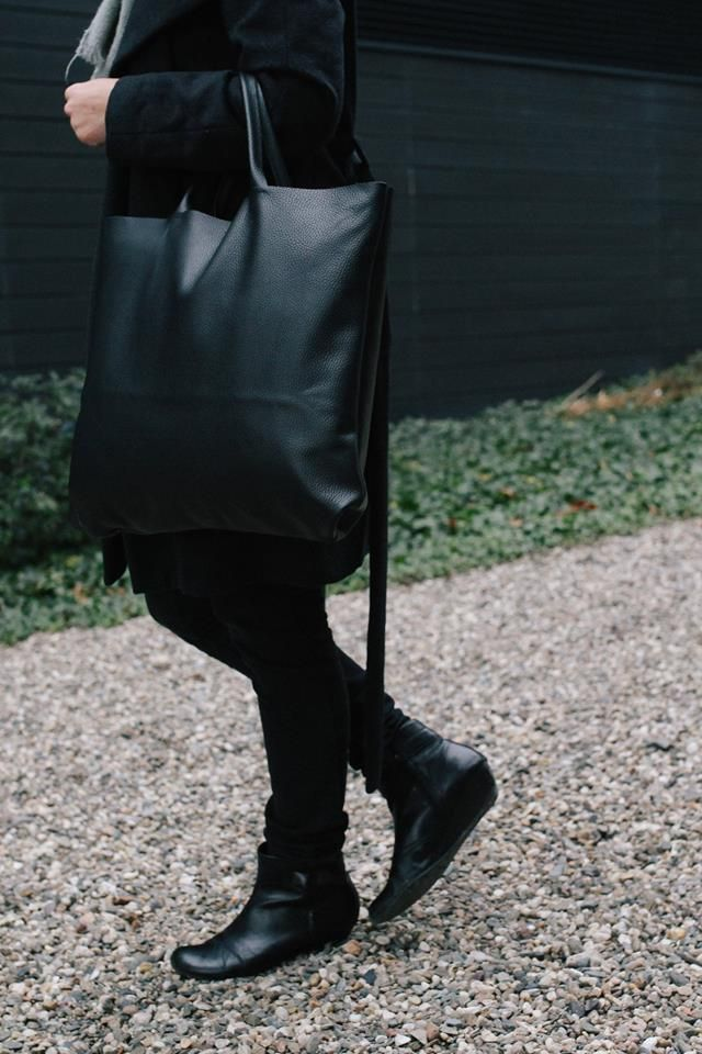 oversized simple leather bag