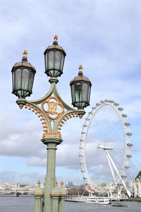 The London Eye is the U.K.'s tallest Ferris wheel (it was Europe's tallest before Brexit) and the most popular paid tourist attraction in the United Kingdom. It can be perfectly admired from the Westminster Bridge and is a great way to admire the sunset over the House of Parliament.