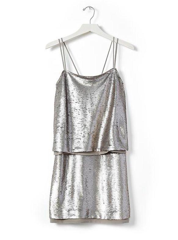 Planifier sa garde-robe des Fêtes peut devenir un véritable casse-tête. Voici une sélection de somptueuses robes qui vous donneront des allures de star (et pour lesquelles vous n'aurez pas à dépenser des milliers de dollars!).