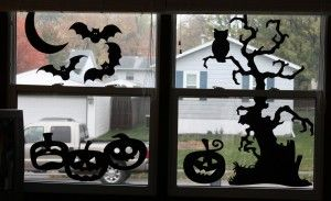 Idee voor silhouettes voor Halloween om achter op het raam te plakken. In de avond een leuk lampje erop. Lekker griezelig.