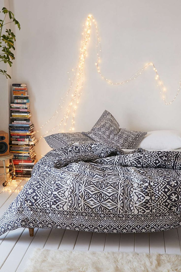 plum bow agra stripe comforter urban outfitters the. Black Bedroom Furniture Sets. Home Design Ideas