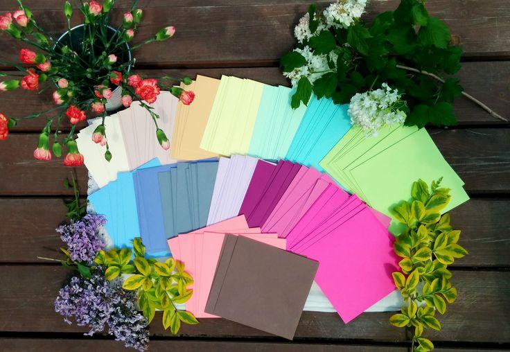 Znudzonych monotonią kolorów zapraszamy do nas. W magnetCards.pl kolorowo i radośnie. Piękne, wyraźne kolory kopert do Waszych zaproszeń.