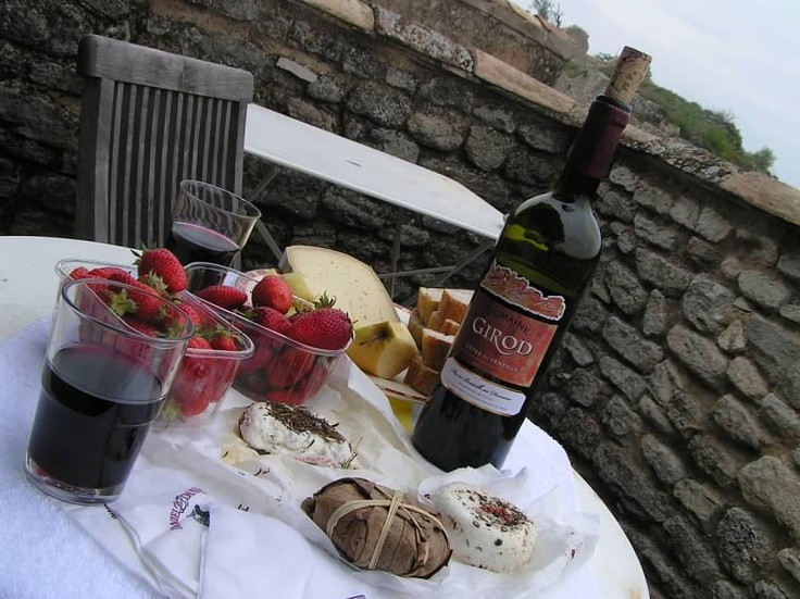 Would love to be back in Provence again, shop for some cheese, baguette and wine in the market, then hike to a nice picnic spot and have a lazy lunch. tomg@adventurecenter.com