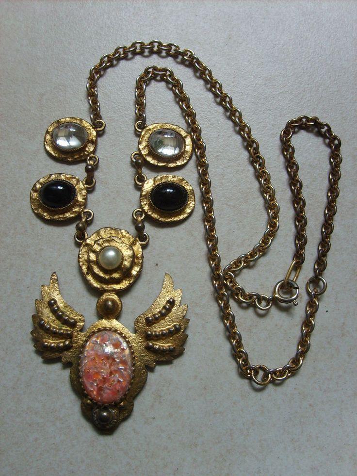 Ancien collier avec pendentif en métal doré signé HENRY belles perles