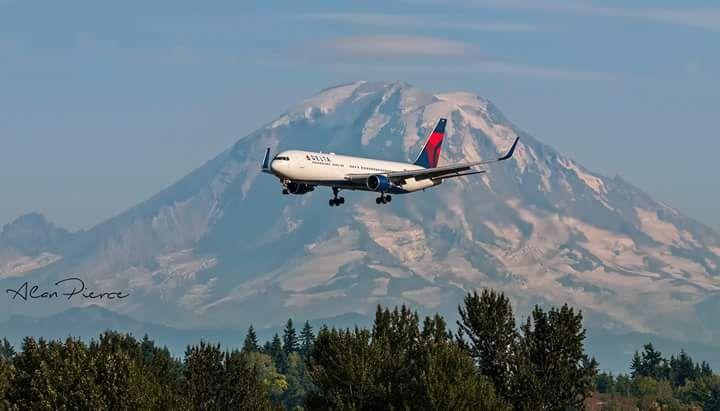 Delta Airlines Boeing 767-300 N186DN c/n 27962 Sea-Tax 8.25.15 Photo by: Jet City Shutter Geek