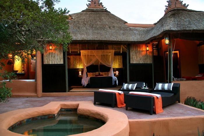Amakhala Safari Lodge, Grahamstown, Addo/Paterson: http://www.lekkeslaap.co.za/akkommodasie/amakhala-safari-lodge#