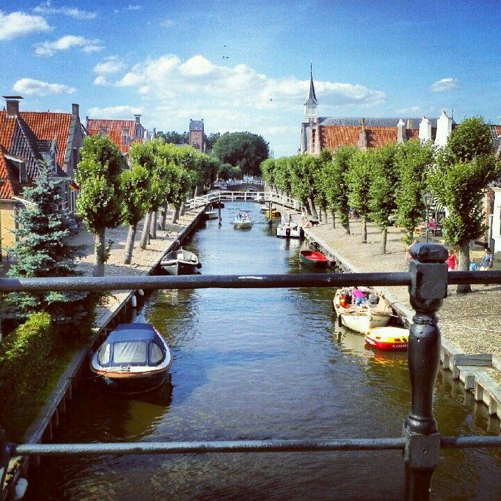 Sloten Friesland, gemeente De Friese Meren of Fryske Marren, is gelegen in het licht glooiende Gaasterland en de kleinste van de Friese Elfsteden.