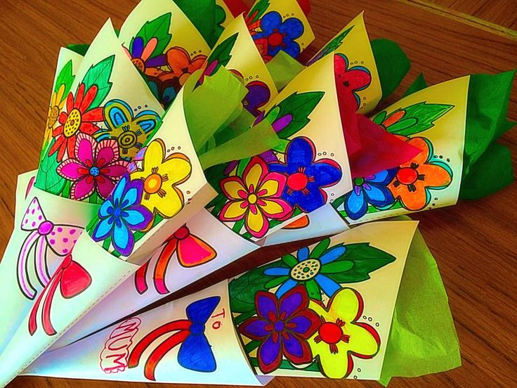How wonderful are these bouquets? Make one for your mom this Mother's Day - twinkl