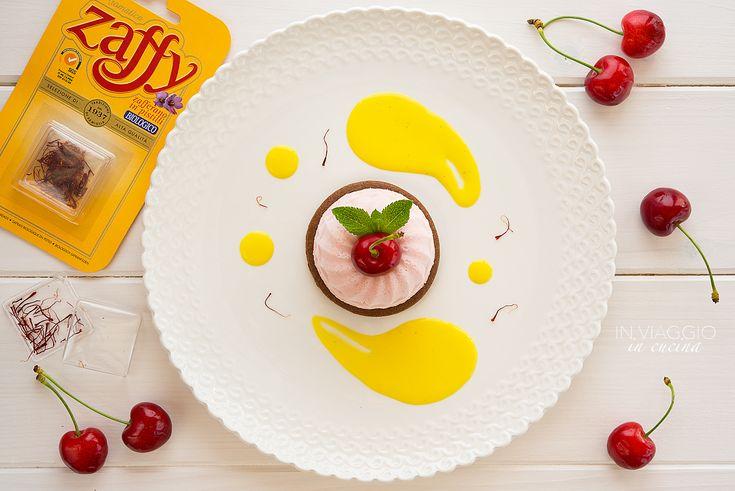 Mousse di ciliegie su biscotto sablé al cacao e salsa allo zafferano - di Silvia Musajo #fuudly #ricette #cucinaconzaffy