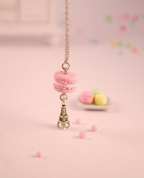 Hey, j'ai trouvé ce super article sur Etsy, chez http://www.etsy.com/fr/listing/115650282/pink-macaroon-necklace-food-jewelry