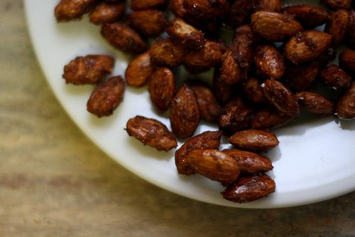 Maple Caramelized Almonds.  These look soooooooooo good.