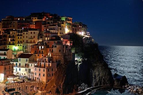 Manarola nelle Cinque Terre (Liguria).  Che foto meravigliosa