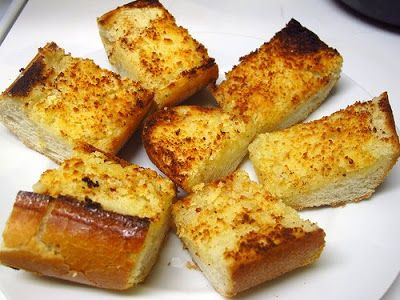 Recipe | Cheesy Garlic Bread ~ A familiar accompaniment to restaurant Italian food and home delivery pizza, it's remarkably satisfying. However, we all know garlic bread can be truly delicious with a little personal effort.