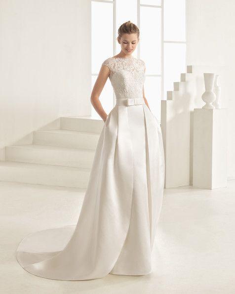 Robe et sur-jupe classique de couture avec corsage en dentelle avec pierreries…