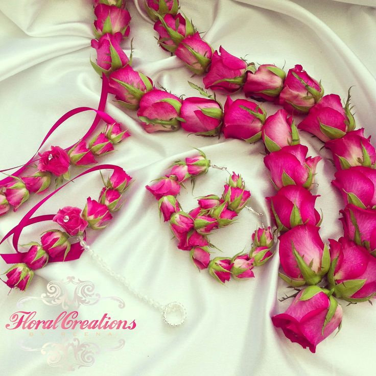 A big trend for mehndi's is the floral jewellery such as earrings, gajras (bracelet), and hair chotlis. I have been making a variety of mehndi floral jewellery made from fresh and silk flower…