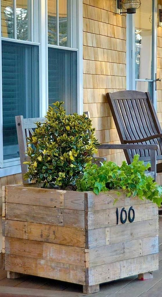 How perfect is this DIY house number planter tutorial for your porch? Learn how to make this project with pallets! Don't forget to add your favorite flowers, vegetables and herbs at the end.
