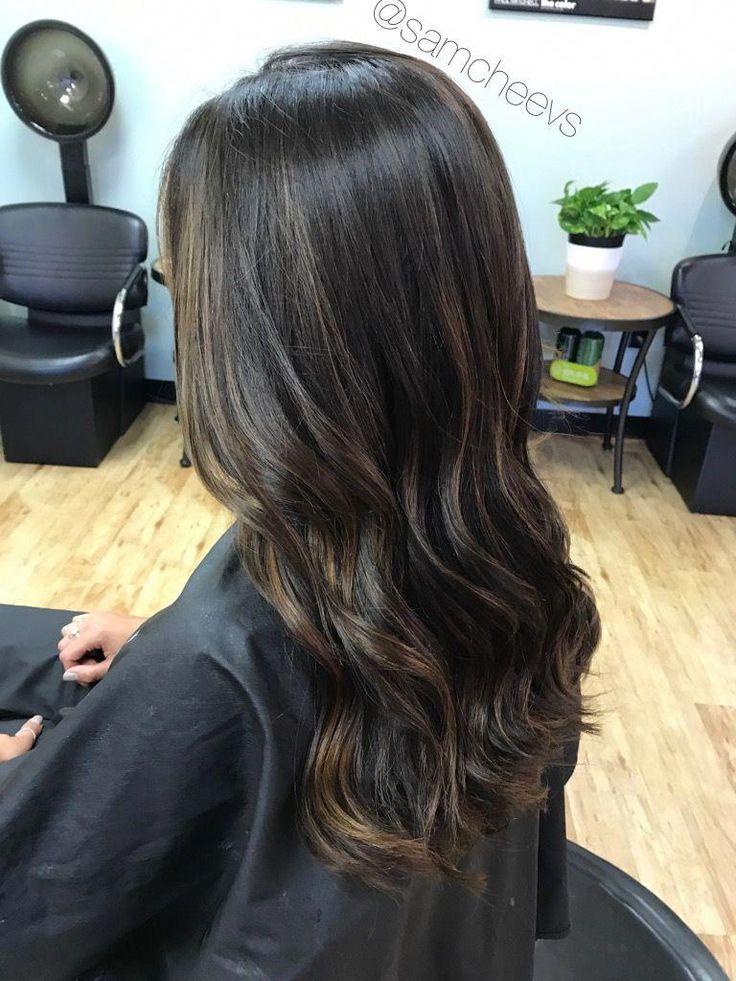 Dezente Honig-Karamell-Balayage-Highlights für schwarz-dunkelbraune Haartypen / …