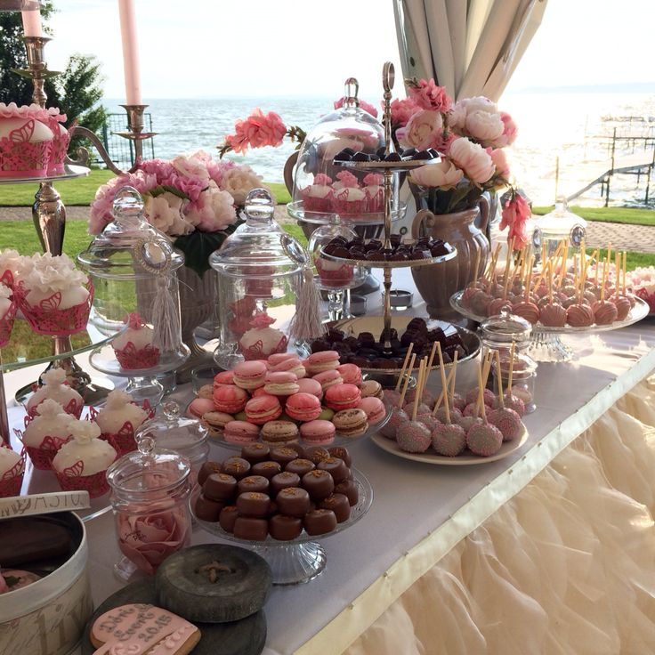 Wedding dessert table of a tent wedding at Lake Balaton in Hungary: cupcake, cake pop, macaron, praliné, gingerbread heart, peony. Pink, white, cream colours.