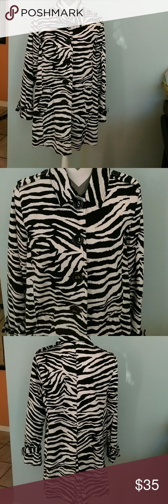 Appraisal black tiger print trench coat Appraisal black zebra print trench coat   Two front pockets  With a missing belt  Material 97% Cotton 3% Spandex Lining 100% Polyester  Made in China Appraisal Jackets & Coats Trench Coats