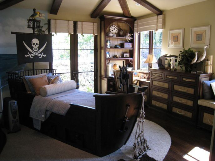 Best 20+ Pirate ship bed ideas on Pinterest | Boys pirate bedroom ...