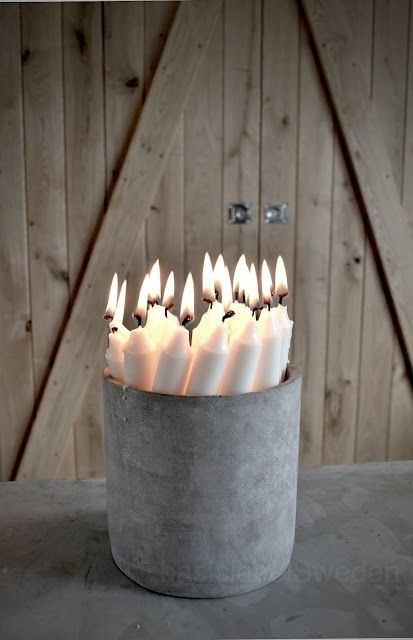 Betonnen vaas gevuld met kaarsen: simpel en stoer wintergevoel!
