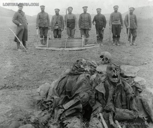 Probably exhumation of soldiers' graves of the Eastern Front month April 1918. - lostbulgaria.com