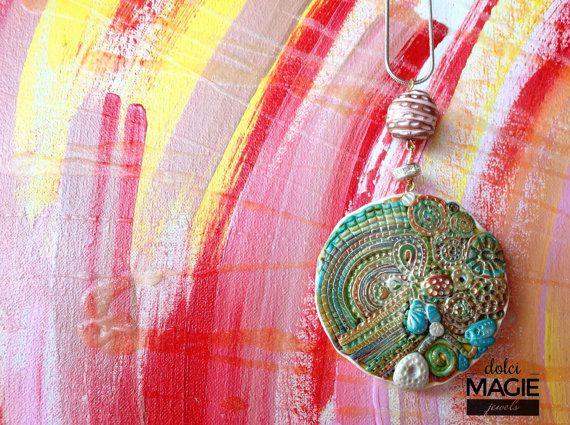 La mia passione per i disegni zen mi ha portato a creare lui! Ë un ciondolo portafortuna, di diametro circa 4cm, montato su collana con una perla ed