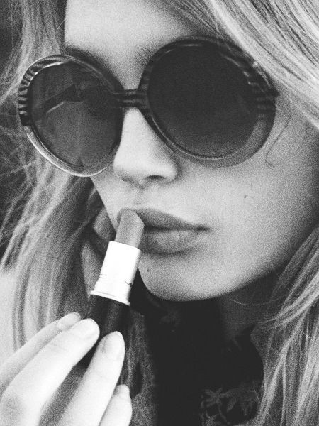 lipstick and round glasses
