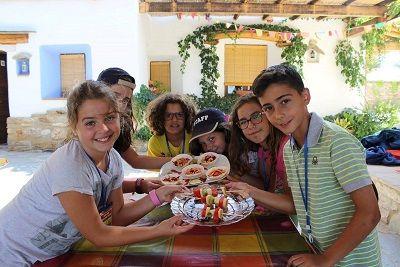 Cada vez están más de moda los campamento de verano en inglés, aquí tienes uno diferente https://tuminiyo.es/campamento-de-verano-en-ingles-diferente-la-posada-del-candil/