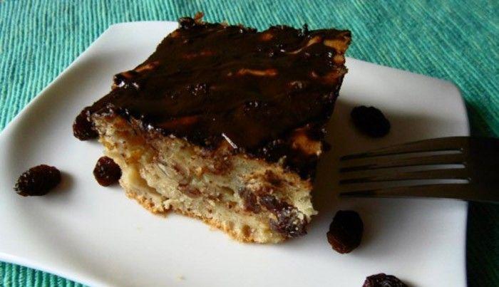 Vynikající osvědčený hrnkový recept na lahodný řez s jablky, rozinkami a kousky oříšků. Na vrch kvalitní hořká čokoláda. Mňam! Autor: Lucka