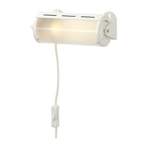SMYG Falilámpa IKEA Praktikus lámpa a pelenkázóasztal fölé, melyenek egyszerűen állíthatod a fényerejét a gyemekbiztos árnyékoló elfordításával.