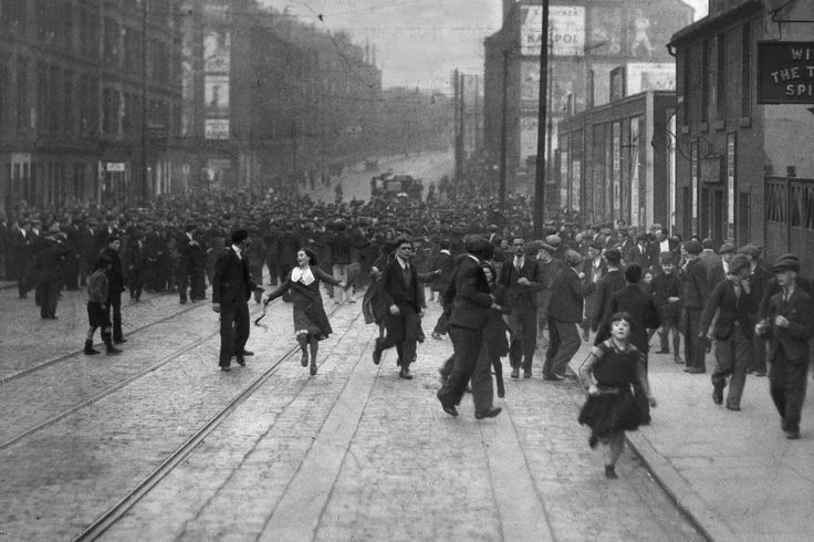 Gang fight in Tollcross Road Parkhead #Glasgow in 1933