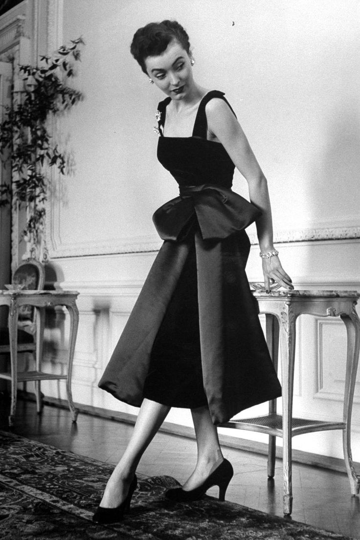 "CHRISTIAN DIOR ~ ""NEW LOOK"". On 12 Febr.1947 at 10.30 A.M.Christian Dior aged 42 presented his first dress collection.This fashion collection was for spring~summer 1947.The show of""90 models on six mannequins""was presented in the salons of the company's headquarters at Avenue Montaigne,Paris.The new collection went down in fashion history as the""NEW LOOK""."