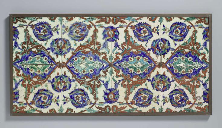 Veld van acht tegels met een veelkleurige beschildering van bloeiende planten, anoniem, 1550 - 1600