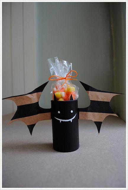 Halloween candy: Toilets Paper Rolls, Paper Bags, Halloween Crafts, Halloweencraft, Halloween Bats, Kids, Cardboard Tube, Toilet Paper, Rolls Bats