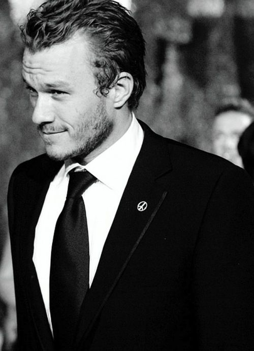 Heath Ledger, photographed on the red carpet at the 76th Academy Awards (2004)