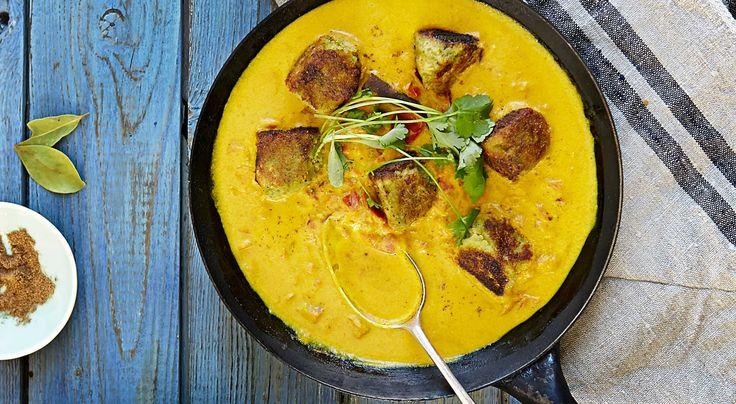Recept på grönsaksbollar i indisk gräddsås. Krämig sås med mycket smak utan att vara het. Det går även bra att använda havregrädde i såsen.