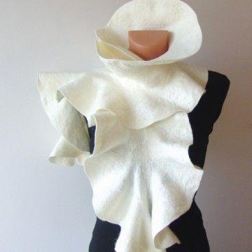 Biała róża ręcznie filcowany szal