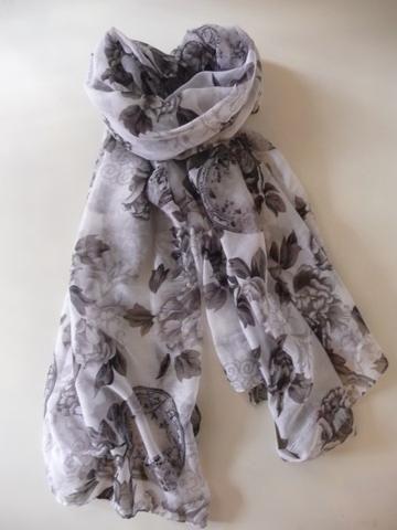 Sjaal wit met grijze bloemen
