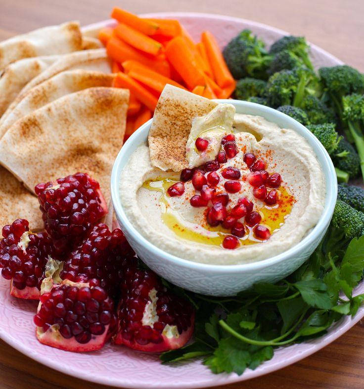 En god libanesisk dippa med grillad aubergine, citron och sesampasta. Den god att äta som tillbehör bredvid, kött, fisk eller kyckling. Även väldigt gott att ätas som den är med pitabröd eller grönsaksstavar.