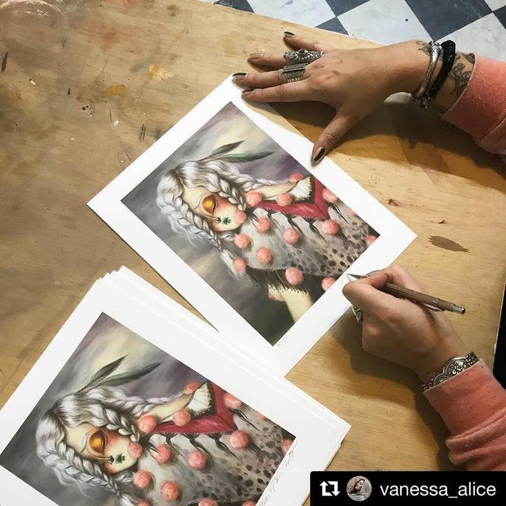 "Miss Van firmando la edición limitada en #giclée de la obra ""Gitana IV"" impresa en St Cuthberts Mill Somerset Velvet Enhaced 255gsm disponibles en su tienda online ✨http://www.missvan.com/store✨ gracias Vanessa 👌🏻😘 ・・・ Repost Miss Van Signing day ! #Gitana IV will be available online at ✨missvan.com/store ✨ on my show opening day Feb 17th ✨ #limitededition #gicleeprint #missvan ( printed in #barcelona by GraficArtPrints, impresión fine art giclée ) #missvan #testprints #gicleeprint"