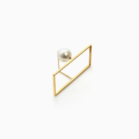 """Etsuko Sonobe"" by New Pearl. Pearl, 18k gold."